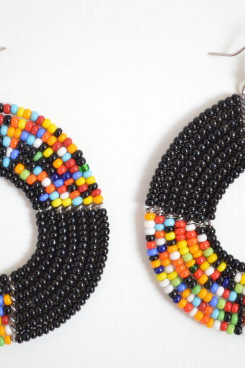 boucles-d-oreilles-malia-adakad-perles-noires-multicolores-rondes